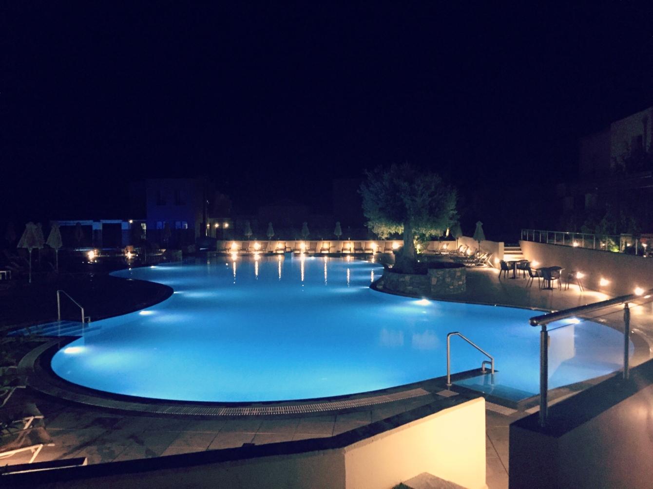 Der Pool im Village Heights Golf Resort sorgt für kühle Entspannung. @katrin-lars.net