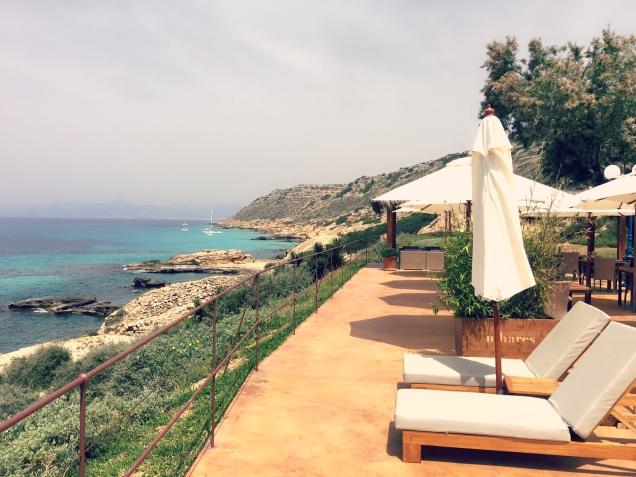 Ob Pool oder Meer, hier hat der Besucher die Wahl wo er sich eine Erfrischung gönnt. ©katrin-lars.net