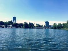 View von der Alten Donau auf die Hochhäuser der Donau City Wien. ©katrin-lars.net