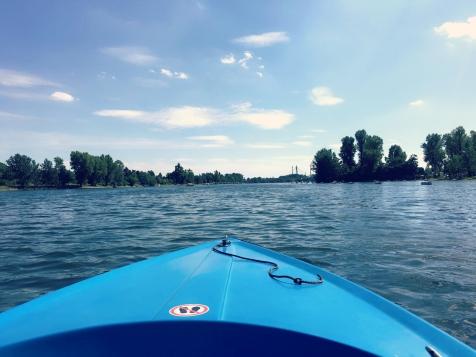 Entspannt per E-Boot über die Alte Donau. ©katrin-lars.net
