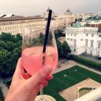 """Cooler Drinks und ein grandioser Blick vom """"Dachboden"""", der Bar des 25h Hotels. ©katrin-lars.net"""