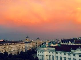 """What a view! Der Abend in Wien lässt sich vom Rooftop der Bar """"Dachboden"""" gespannt ausklingen. ©katrin-lars.net"""