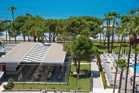 Der Beach Club bietet mittags Snacks & Drinks. © Barut Hotels