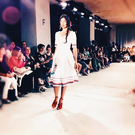 Folklore Einflüsse bei der Show von Lena Hoschek! © katrin-lars.net