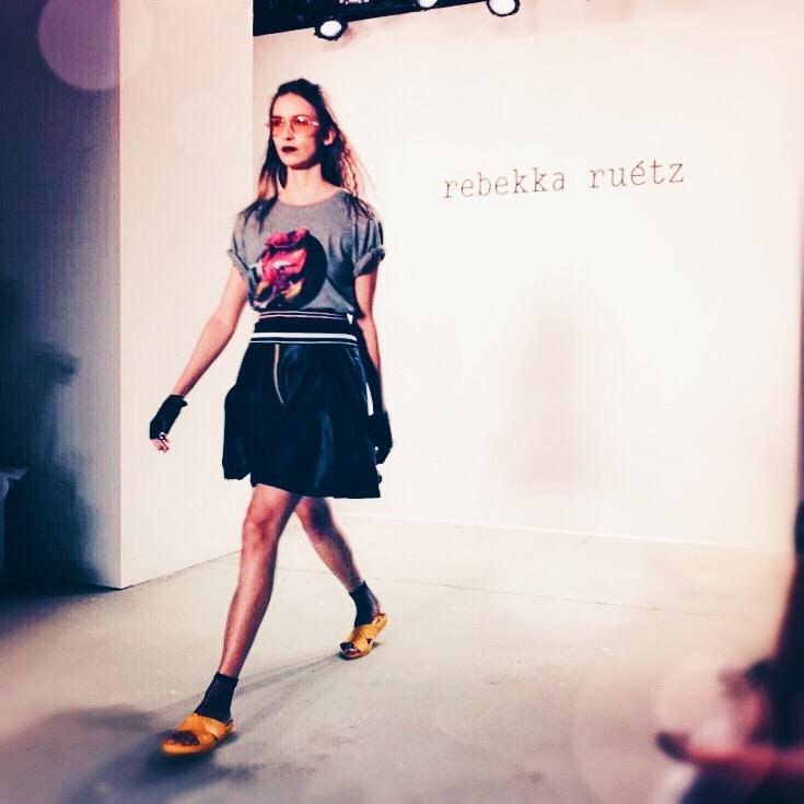 U.a. leicht punkige Looks zeigte Rebekka Ruétz. © katrin-lars.net