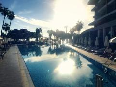 Sun goes down am Pool des Barut Acanthus & Cennet. © katrin-lars.net