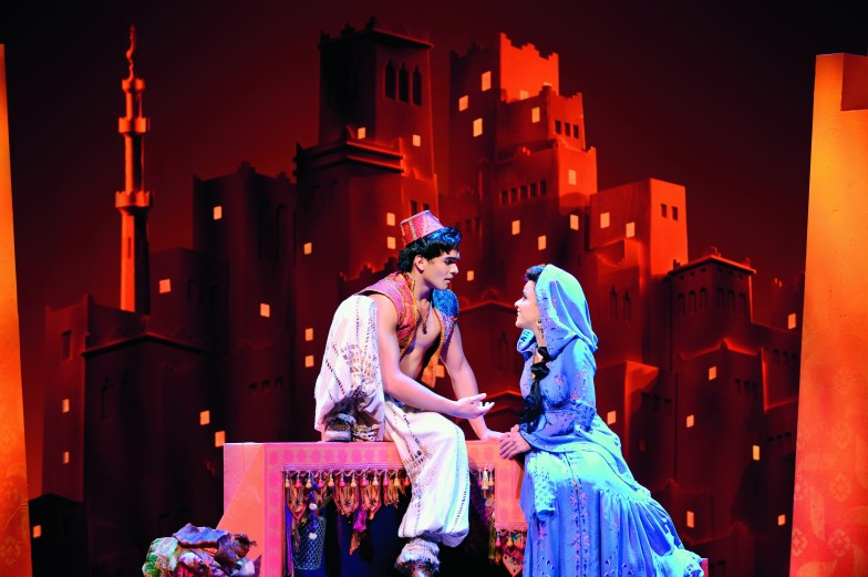 Romantisches Paar: Aladdin und Prinzessin Jasmin. © Stage Entertainment 2017