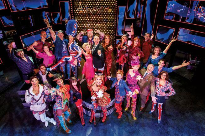 Großes Finale Kinky Boots bei der Mailänder Schuhmesse © Stage Entertainment 2017