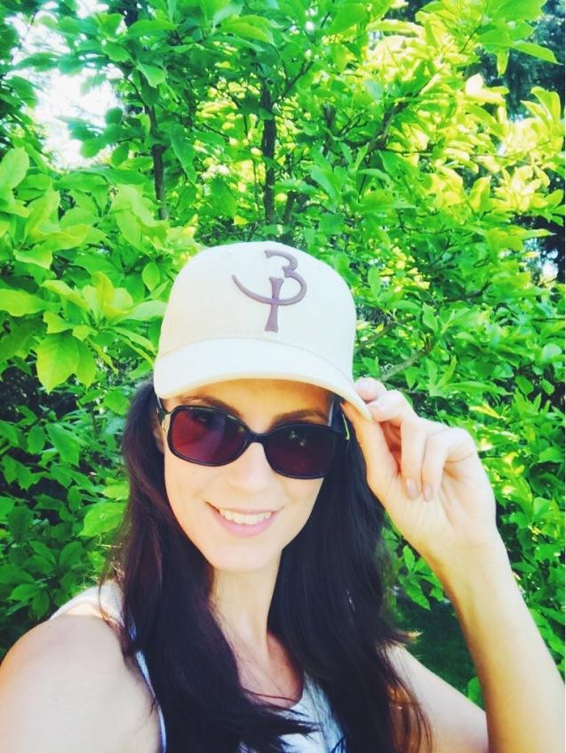 Katrin's sportlicher Look mit Basecap von Be Proud © katrin-lars.net