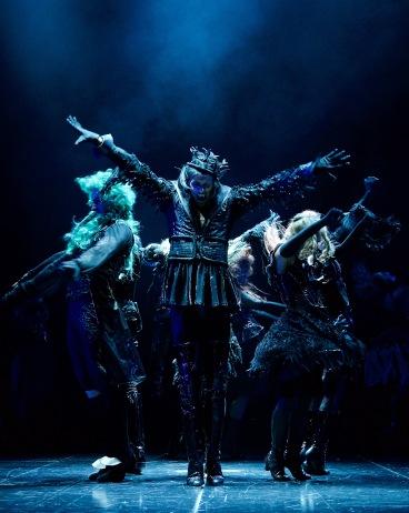 """""""Tanz der Vampire"""" Musical Berlin - Tanz-Ensemble im Finale © STAGE ENTERTAINMENT GMBH 2018"""