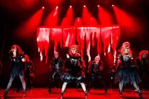 """Tanz der Vampire"" Musical Berlin - Tanz-Ensemble Finale © STAGE ENTERTAINMENT GMBH 2018"