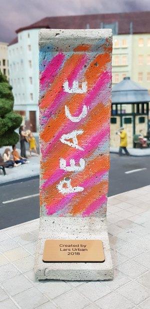 """Peace"" Mini-Mauerstück by Lars Urban © Alexandra S. Aderhold"